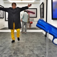Gilles Ouaki dans sa galerie 312 rue Saint Martin
